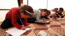 تلميذات في خيمة تحوّلت إلى مدرسة في معرّة مصرين بإدلب (عمر حاج قدور/فرانس برس)
