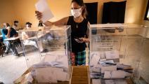 تدلي بصوتها خلال الانتخابات (فاضل سنّا/ فرانس برس)