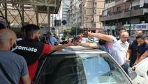 طوابير السيارات تمتد أمام إحدى محطات الوقود (حسين بيضون)
