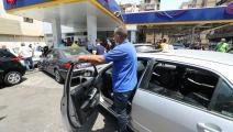 السيارات تتكدس أمام إحدى محطات الوقود في بيروت (حسين بيضون)