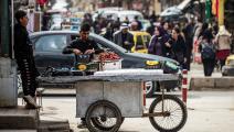 سوريون في شارع في محافظة الحسكة (دليل سليمان/ فرانس برس)