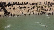 الأنهار ملجأ الناس في الصيف الحار في بغداد(واثق خزاعي/Getty)