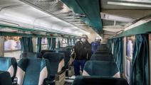 تعقيم عربة قطار في محطة رمسيس بالقاهرة (Getty)