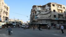 أهالي إدلب يتابعون حياتهم برغم الدمار والتهديد المستمر (Getty)