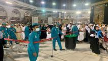 تعقيم أرضية المسجد الحرام خشية كورونا (هيثم التابعي/فرانس برس)
