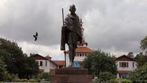 إزالة تمثال لغاندي بغانا بجة أنه كان عنصريًا
