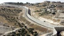جدار الفصل العنصري الإسرائيلي في الضفة الغربية (Getty)