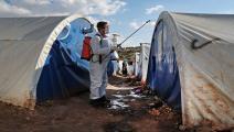تطهير أحد مخيمات اللاجئين في إدلب (Getty)