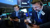 خسائر كبيرة لمؤشرات الأسهم الأميركية مقابل صعود الذهب (Getty)