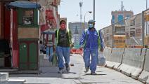 عاملان في الدوحة