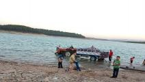 أطفال سوريون يلهون في بحيرة ميدانكي (فيسبوك)