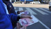 تجارة العملات على الحدود الجزائرية التونسية (العربي الجديد)