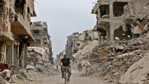 دمار في مخيم اليرموك/مجتمع (لؤي بشارة/ فرانس برس)