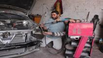 غزة- الاقتصاد الجديد- رائد الريفي يصلح سيارات غزة-24.6