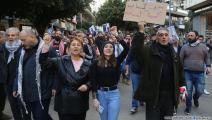 """جماهير غاضبة من أداء حاكم """"المركزي"""" (حسين بيضون/العربي الجديد)"""