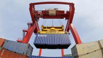 تراجع الصادرات يفقد الخزينة جزءاً من إيراداتها (Getty)