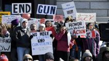 محتجون ضد انتشار الأسلحة الفردية في أميركا (أرون أنتيفيروز/Getty)