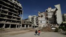 طفلان وسط الدمار في بنغازي القديمة- Getty