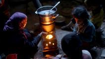 أطفال سوريون وتدفئة بالمازوت - سورية - مجتمع