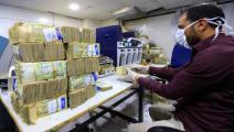 العملة اليمنية تحت ضغوط هائلة (فرانس برس)