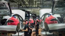 نحو 11 ألف يعملون في مصنع فريمونت (Getty)