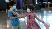 أطفال وكورونا في مطار في إندونيسيا - مجتمع