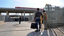 سوريون عند معبر باب الهوى (سيم جنسو/الأناضول)