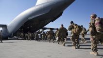 جنود أميركيون قرب طائرة شحن في قاعدة باغرام بأفغانستان(Getty)