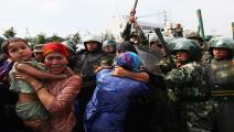 حملة تنكيل بالأيغور من الشرطة الصينية (غوانغ نيو/Getty)