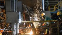 تركيز العقوبات على قطاعات إنتاجية مهمة لإيران (الأناضول)