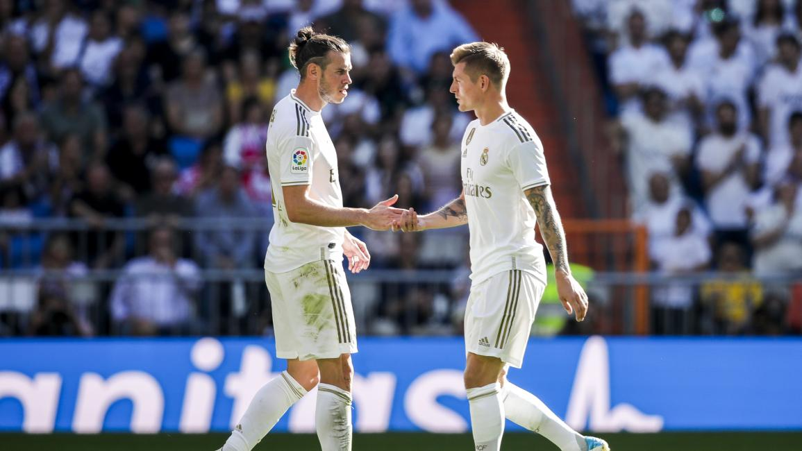 MADRID, SPAIN - OCTOBER 5: (L-R) Gareth Bale of Real Madrid, Toni Kroos of Real Madrid during the La Liga Santander match between Real Madrid v Granada at the Santiago Bernabeu on October 5, 2019 in Madrid Spain (Photo by David S. Bustamante/Soccrates/Getty Images)
