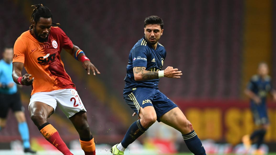 Fenerbahce's Turkish midfielder Ozan Tufan (R) vies with Galatasaray's defender Christian Luyindama (L) of Democratic Congo during the Turkish Super league football match between Galatasaray and Fenerbahce on September 27, 2020 at TT Ali Samiyen sport complex in Istanbul. (Photo by Ozan KOSE / AFP) (Photo by OZAN KOSE/AFP via Getty Images)