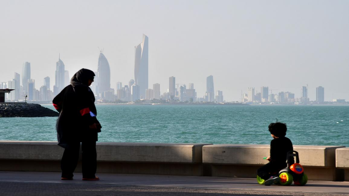 KUWAIT-SCENE-KUWAIT CITY A general view taken on December 26, 2017 shows a woman and child in front of a view of Kuwait City. / AFP PHOTO / GIUSEPPE CACACE (Photo credit should read GIUSEPPE CACACE/AFP via Getty Images)