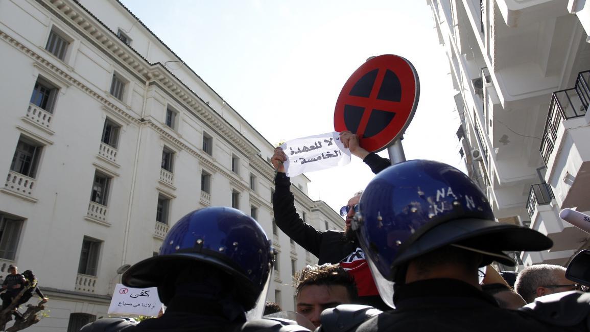 """حملة الجزائر ضد الفساد.. حرب على """"رجال"""" بوتفليقة"""