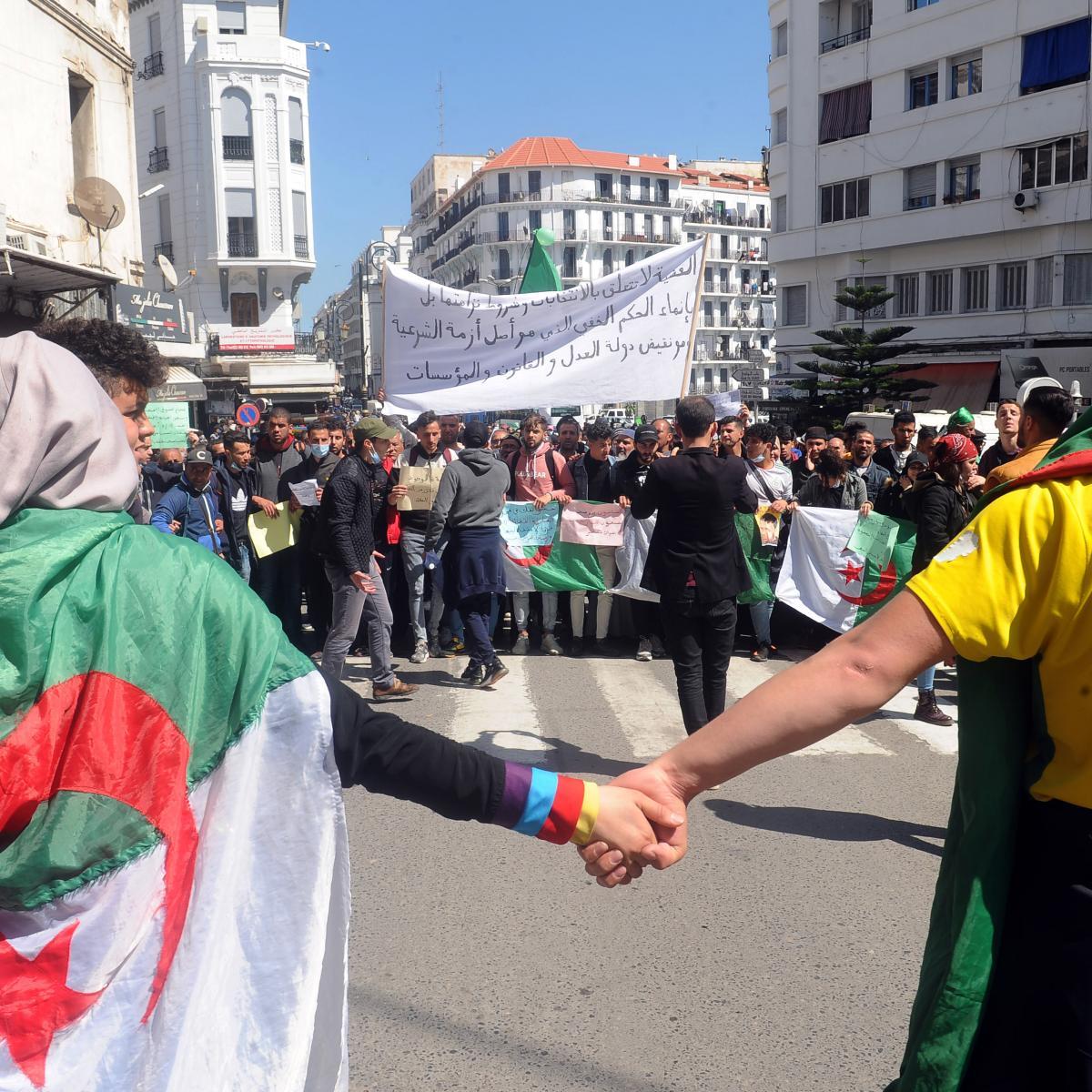 من التظاهرات الرافضة للنتخابات البرلمانية المقبلة (مصعب الرويبي/ الأناضول)