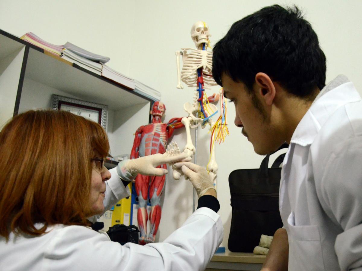 طالب طب سوري في جامعة تركية (مؤمن ألطاش/ الأناضول)