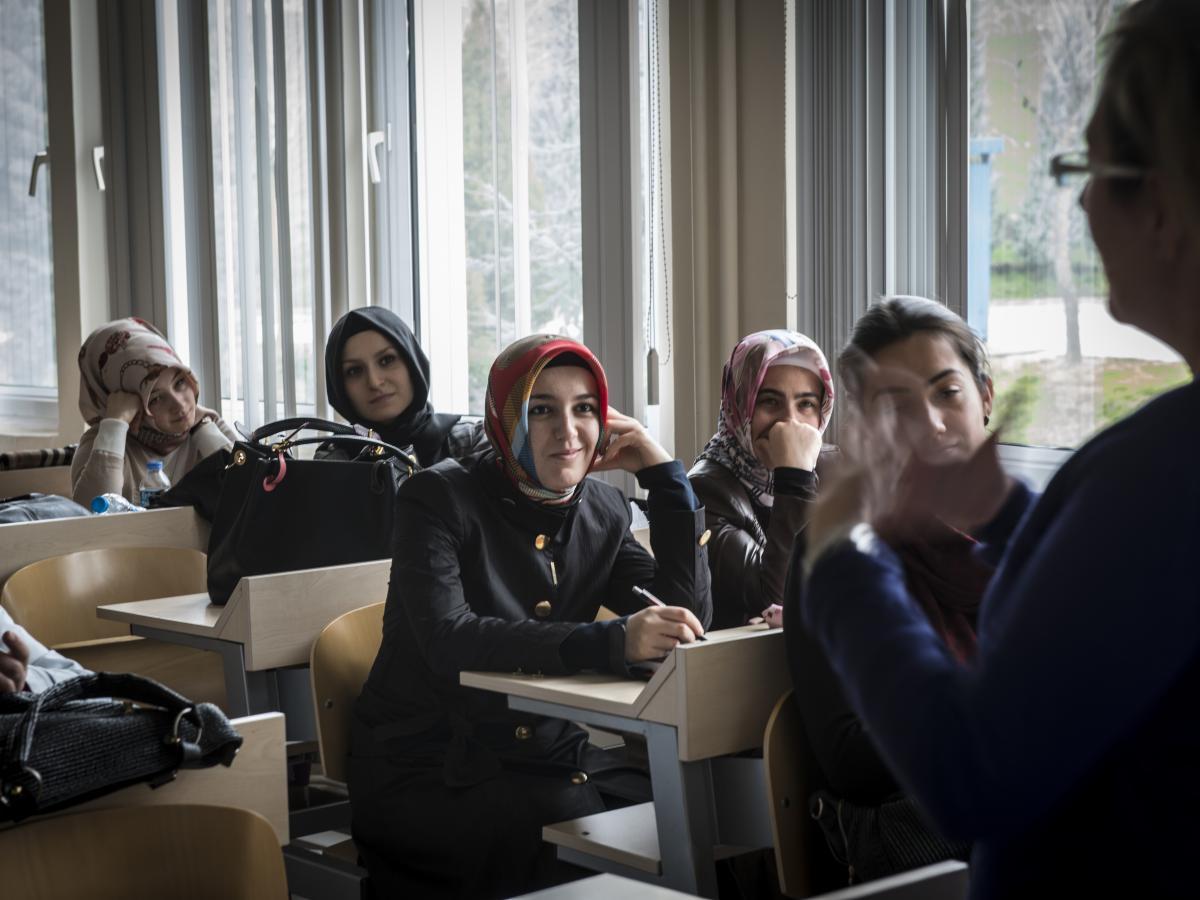 طلاب في جامعة في تركيا (مونيك جاك/ Getty)