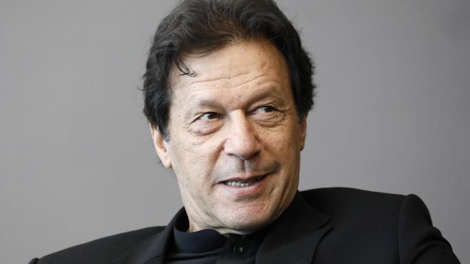 رئيس وزراء باكستان يطالب زوكربيرغ بحذف المحتوى الإسلاموفوبي