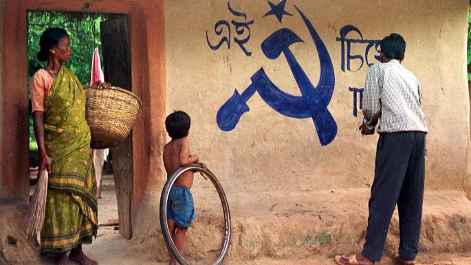 """زفاف الهندي """"اشتراكية"""" بحضور شقيقيه """"شيوعية"""" و""""لينينية"""""""