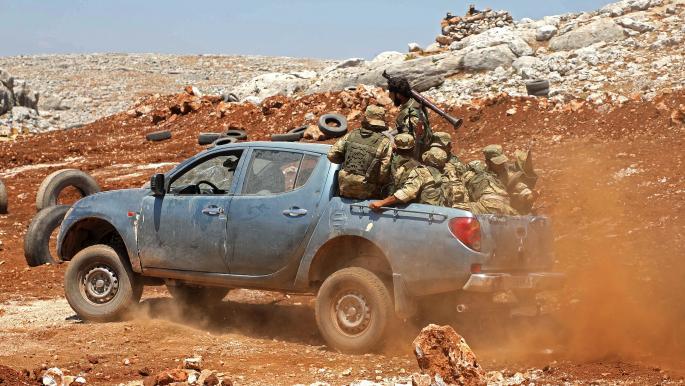 النظام السوري يستقدم تعزيزات إلى الغاب ومظاهرات احتجاج بدير الزور