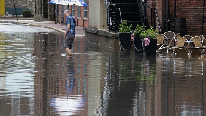 مصر: مياه الأمطار تغرق الشوارع والمحال بالإسكندرية