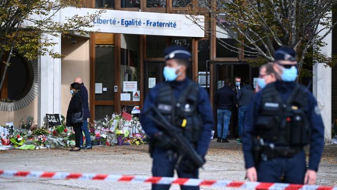 """فرنسا: قرار بإغلاق مسجد بانتان لـ""""تورطه بالتحريض على مدرس التاريخ"""""""