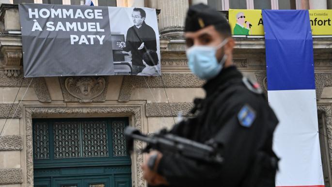 """باريس تتهم شاباً بـ""""تمجيد الإرهاب"""" لوضعه إعجاباً على صورة جثة باتي"""