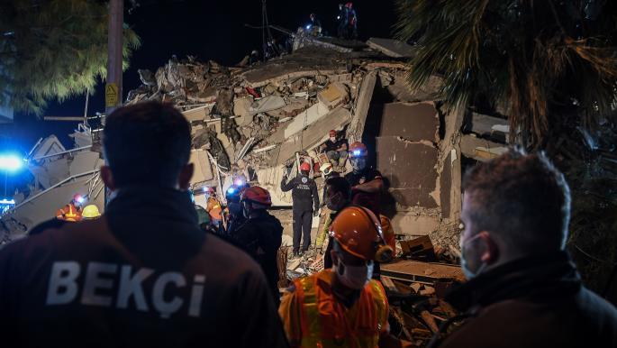 زلزال إزمير.. ارتفاع عدد الضحايا إلى 24 قتيلاً و804 جريحاً
