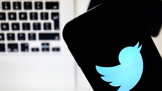 """""""تويتر"""" سيحذّرك إذا أعجبتك تغريدة مضللة"""