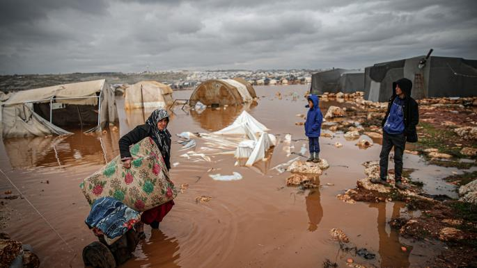 نازحون سوريون تشردهم الأمطار والمنظمات عاجزة