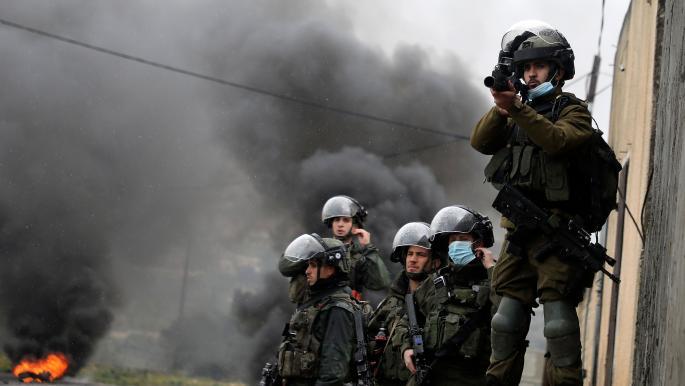 عشرات المستوطنين يقتحمون الأقصى والاحتلال يعتقل 9 فلسطينيين