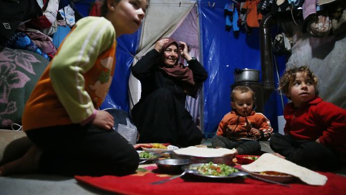 وجبة الإفطار أمنية نازحين في الشمال السوري