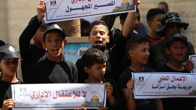 14 أسيراً فلسطينياً يواصلون معركة الأمعاء الخاوية وسط إهمال طبي