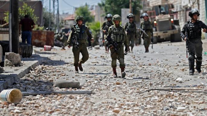 إصابات خلال مهاجمة قوات الاحتلال موكب تشييع طفل فلسطيني في الخليل